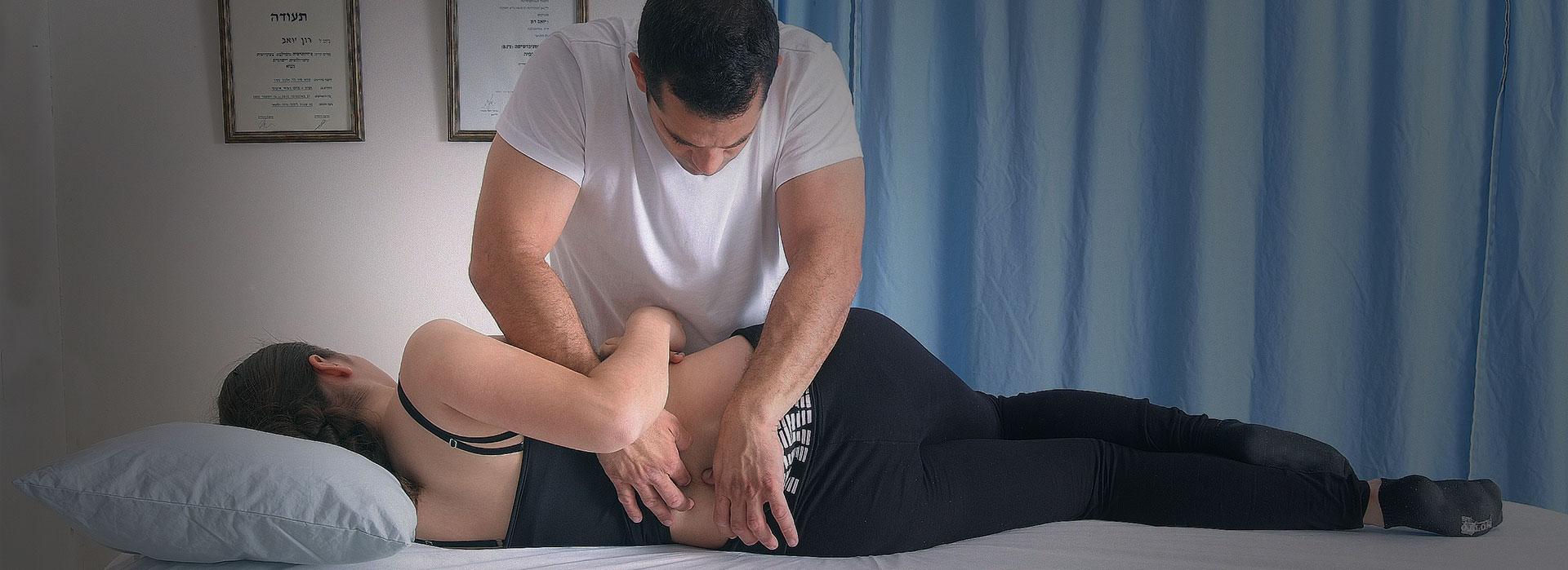 טיפול בכאבי גב תחתון בקליניקה לפיזיותרפיה יואב רון